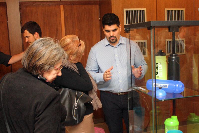 Az érdeklődőket, köztük Brájer Éva alpolgármestert a tervezők avatták be a műhelytitkokba