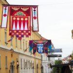 Zászlódíszben a belváros